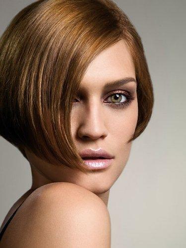 short and sleek light brown bob hairstyle
